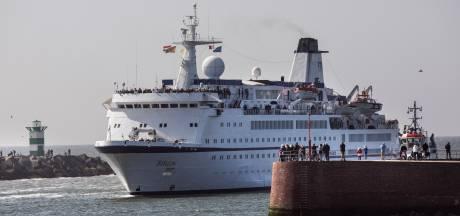 Reisgezelschap rolt vechtend over de ferry