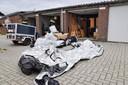 De politie in Tilburg doorzoekt garageboxen, in het kader van een actie tegen ondermijnende criminaliteit.