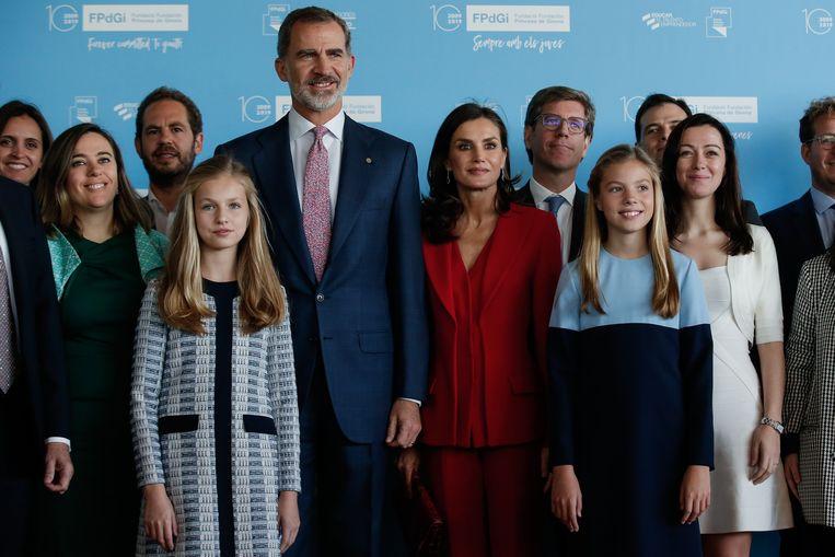 Koning Felipe met koningin Letizia en hun dochters Leonor en Sofia.