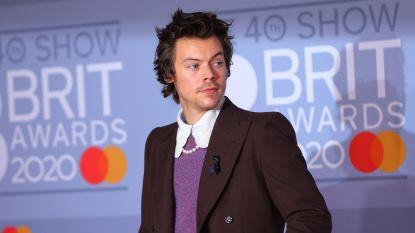 Harry Styles draagt rouwlintje voor Caroline Flack