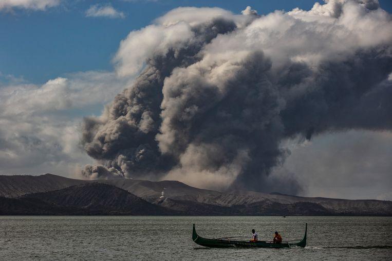 Een uitbarsting is nog altijd mogelijk, hoewel de activiteit van de vulkaan Taal de voorbije 24 uur wat afgezwakt is.