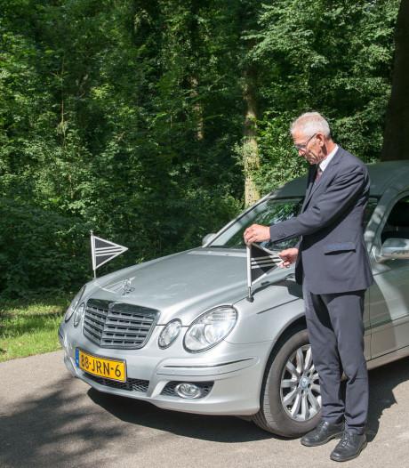 Rouwautochauffeur Willem (65) stierf 'in het harnas' toen hij een overleden coronapatiënt ophaalde in Tilburg
