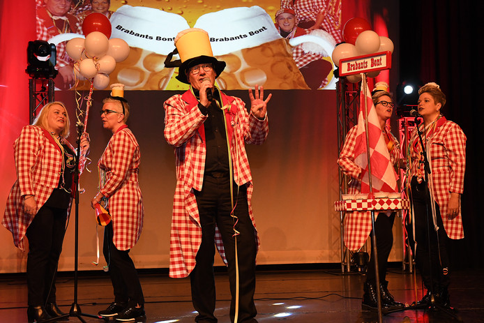 """De Carnaval begon al vroeg in Mill, in de hele gemeente komen alle die-hard carnavalisten naar het feest. Prinsenbal, liedjesavond etc.Bij de Germen trapte """"Brabants Bont"""" af met de liedjes."""