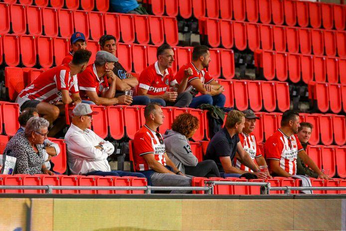 Publiek bij PSV - FC Emmen op 19 september.
