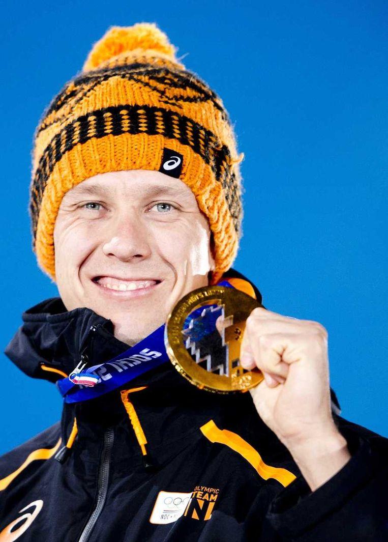 Stefan Groothuis met zijn gouden medaille voor de 1000 meter. Beeld anp
