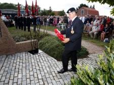 Veteranen overhandigen herdenkingsplaquette voor broeders die stierven in IJzendijke
