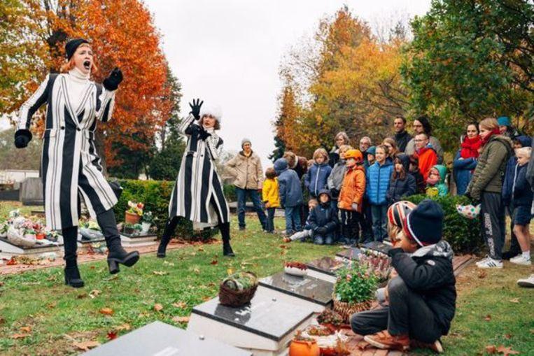Familievoorstelling op kerkhof