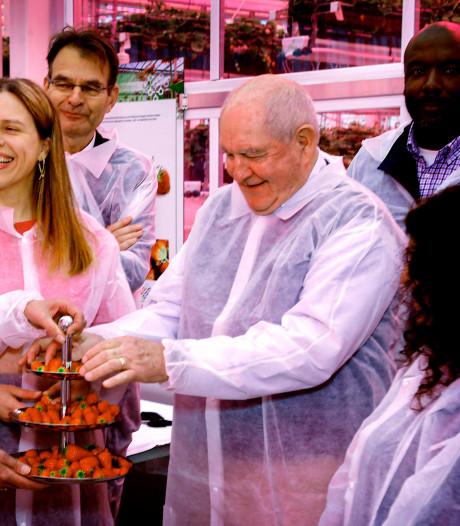 Amerikaanse landbouwminister prijst Nederlandse duurzame kassen: 'Jullie zijn goed bezig'