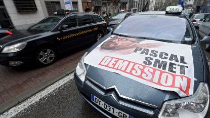 """Socialisten in Brussel niet mals voor elkaar: """"Pascal Smet wil taxisector dood, wij niet"""""""