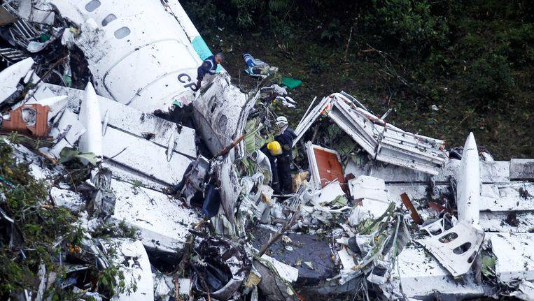 Van de 77 passagiers hebben er zes de crash overleefd Beeld REUTERS