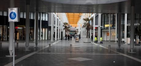 Man zwaait met vuurwapen in bloemenzaak Winkelcentrum Woensel in Eindhoven: 'Onderneem geen actie'