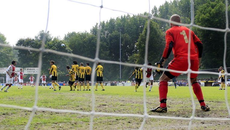 DWV speelde in de aanloop naar het seizoen 2009/2010 een oefenwedstrijd tegen Ajax. Beeld PRO SHOTS