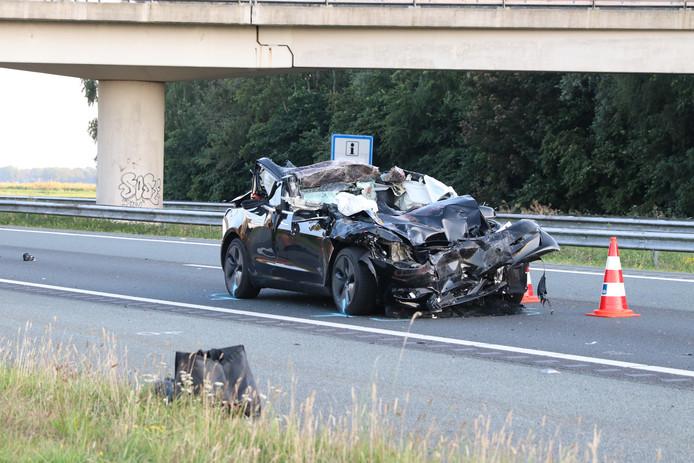 Dit is er over van de Tesla na het ongeval op de A6