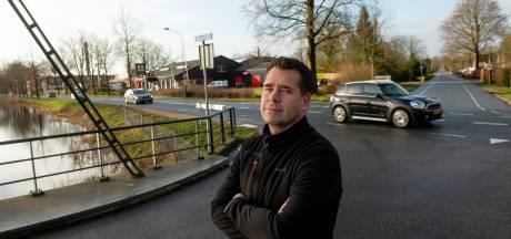 Henk-Jan en Randy hielpen, waar anderen toeterend en filmend langs ongeluk in Loenen reden: 'Ongelooflijk!'