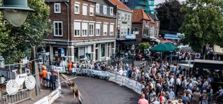 Prominenten en scootmobielen zorgen voor mooie momenten tijdens wielerweekend in Zevenbergen