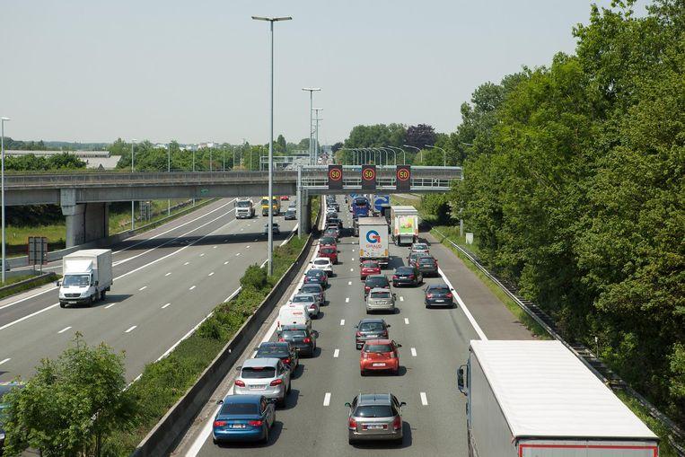 Archiefbeeld. File op de E40 ter hoogte van Sint-Denijs-Westrem.
