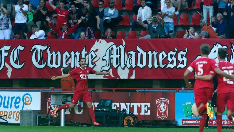 Enes Unal heeft zojuist de 1-0 voor FC Twente gescoord in de wedstrijd tegen Vitesse. Beeld photo_news