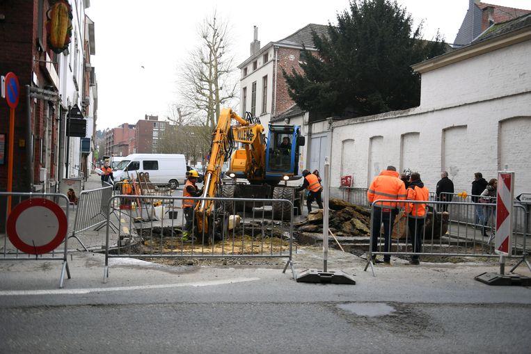 De hoek van de Kapucijnenvoer en het Sint-Jacobsplein werd begin februari 2018 afgesloten na een wegverzakking.