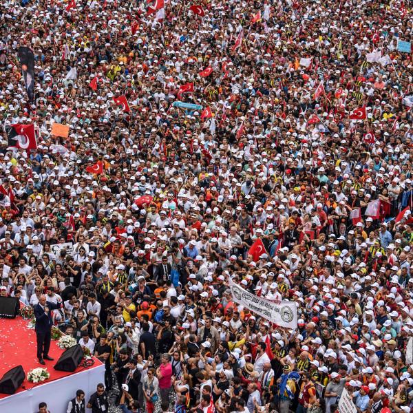 **Turkse oppositie doet alsof ze echt van Erdogan kan winnen**