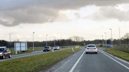 Acht auto's delen in de brokken op expresweg tussen Geel en Kasterlee