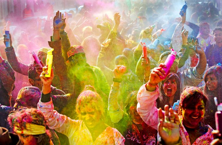 Een eerdere viering van het Holi-feest in Den Haag. Vandaag ging feest niet door vanwege de kou en de wind. Beeld ANP
