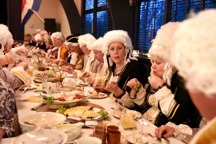 Tijdens een 'staatbanket' eerder dit jaar stonden de inwoners van Hekendorp stil bij de aanhouding van Wilhelmina van Pruisen in Hekendorp.