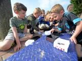 Leerlingen uit Diepenheim vieren de zon op eerste lentedag