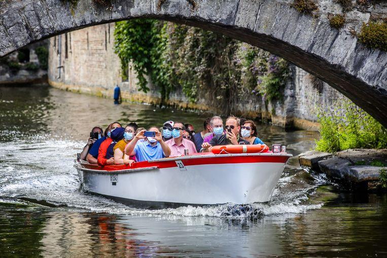 De bootjes op de Reien te Brugge varen voor het eerst terug uit tijdens het corona tijdperk.