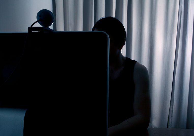 Een man kijkt naar zijn webcam. ANP XTRA ROOS KOOLE