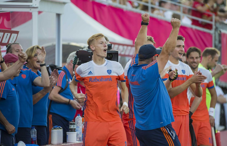 Bondscoach Max Caldas juicht bij de 0-4 tijdens  de troostfinale mannen om de derde plaats, Duitsland-Nederland (0-4).