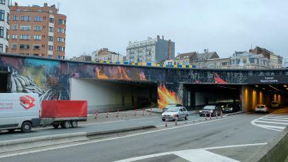 Streetart van Bonom aan ingang Reyerstunnels is af