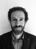 Vincent Böhre, directeur stichting Privacy First, schrikt van de handel en uitwisseling van persoonsgegevens.