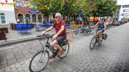 """Handelaars tegen verkeersvrije Vlasmarkt: """"Shop & go parking mag er niet weg, die is cruciaal voor ons"""""""