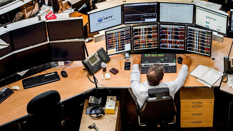Een medewerker van de Amsterdamse effectenbeurs Euronext. Beeld anp
