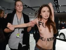 """""""Fuck dictator!"""": les Femen perturbent la visite de Poutine en Allemagne"""