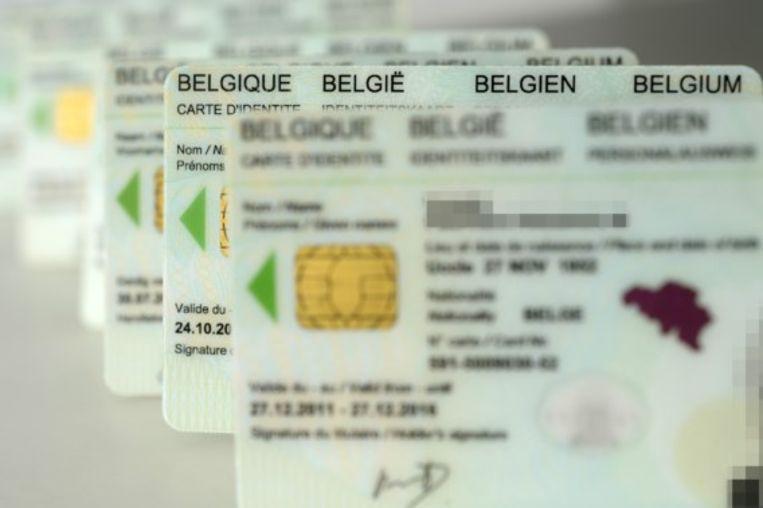 Ondanks kritiek van de Privacycommissie zet de federale regering door met de plannen om vingerafdrukken toe te voegen aan de elektronische identiteitskaart.