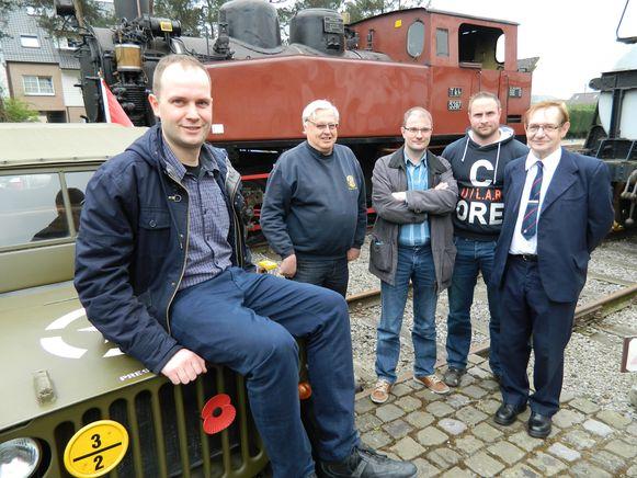 De mannen van het Stoomcentrum Maldegem, met vooraan voorzitter Koen Goossens. Zij zijn geen fan van de plannen.