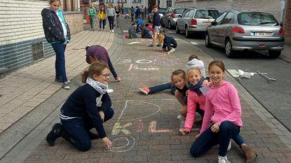 Leerlingen Sint-Clemensschool zetten zone 30 met stoepkrijt in kijker