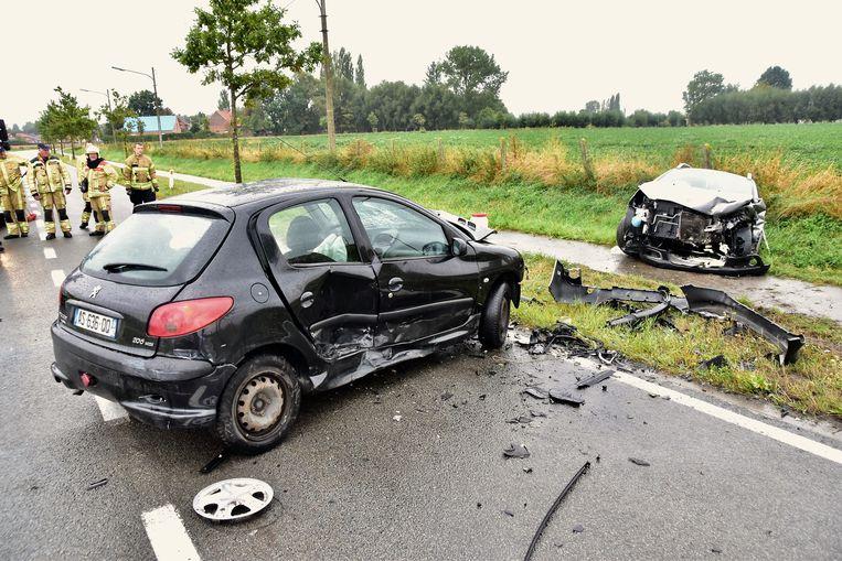 Een van de voertuigen belandde na de aanrijding in de gracht.