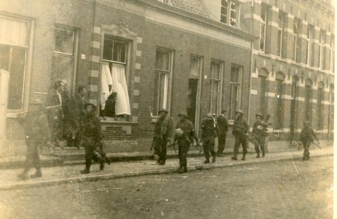 Schotten tijdens de bevrijding in de Vughtse Taalstraat.