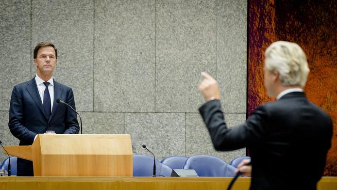 Premier Mark Rutte in debat met PVV-fractievoorzitter Geert Wilders tijdens het debat over het nieuwe steunpakket voor Griekenland