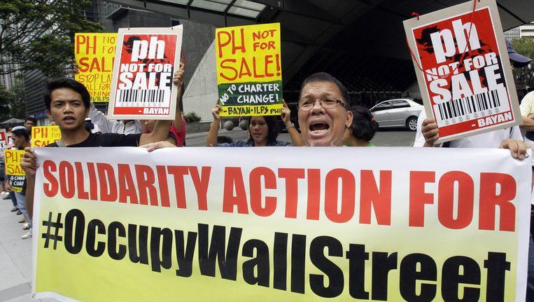 In navolging van de 'bezettingen' van Wall Street zijn de protesten tegen het 'grootkapitaal' inmiddels wereldwijd. Vandaag werd er ook gedemonstreerd in Manila. © ap Beeld ap
