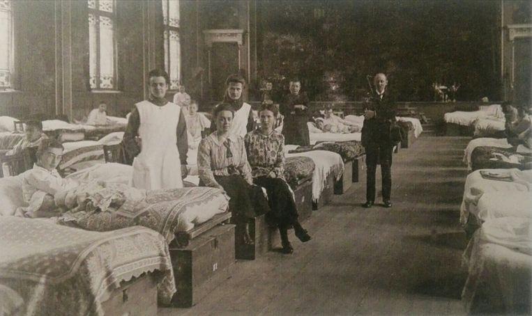 Verpleegzaal in tijden van de Spaanse Griep in 1918. Beeld dg