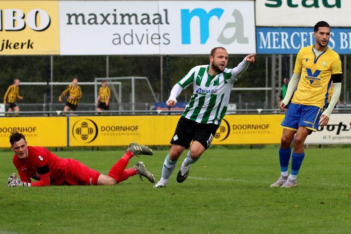 Symen Eenkhoorn scoort al vroeg in de wedstrijd de enige treffer voor SC Genemuiden tegen NSC.