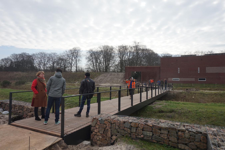 Een blik op de brug vanuit Tilburgse hoek.
