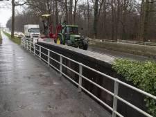 Haaksbergen wil schade en kosten door afsluiting Vloedstegenbrug voorkomen: 'Noodbrug is beste oplossing'