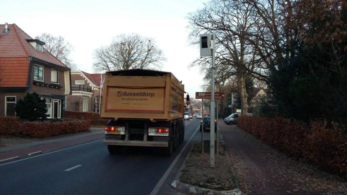 De flitspaal in Voorst is bijna drie maanden na plaatsing nog steeds niet aangezet.