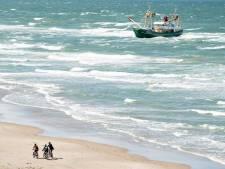 Dorpsgenoten schieten gestrande Urker viskotter te hulp voor Deense kust: 'Vannacht gaat het lukken'
