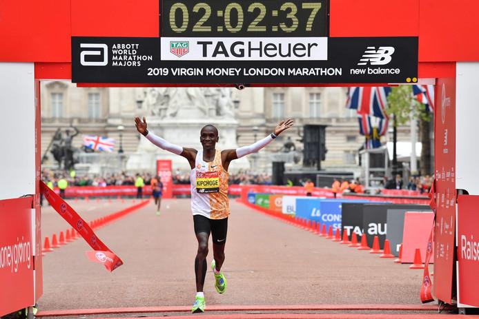 Eliud Kipchoge won vorige week de marathon van Londen in 2 uur, 2 minuten en 37 seconden.