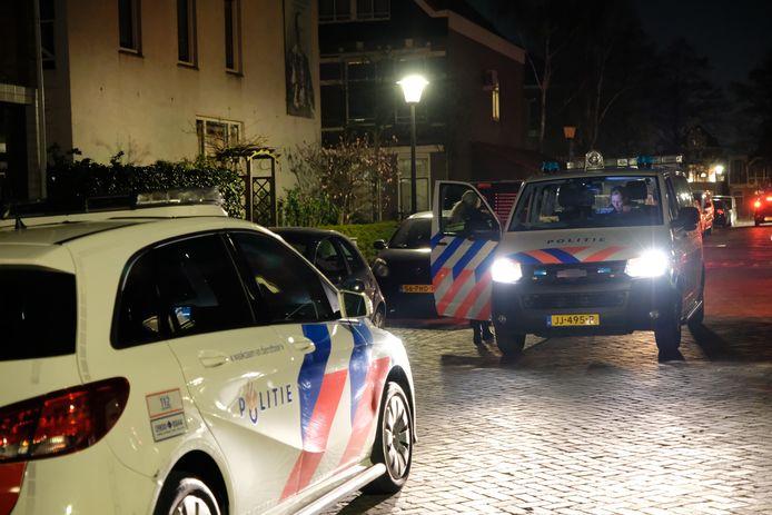 De politie ter plaatse in de Verheijstraat.